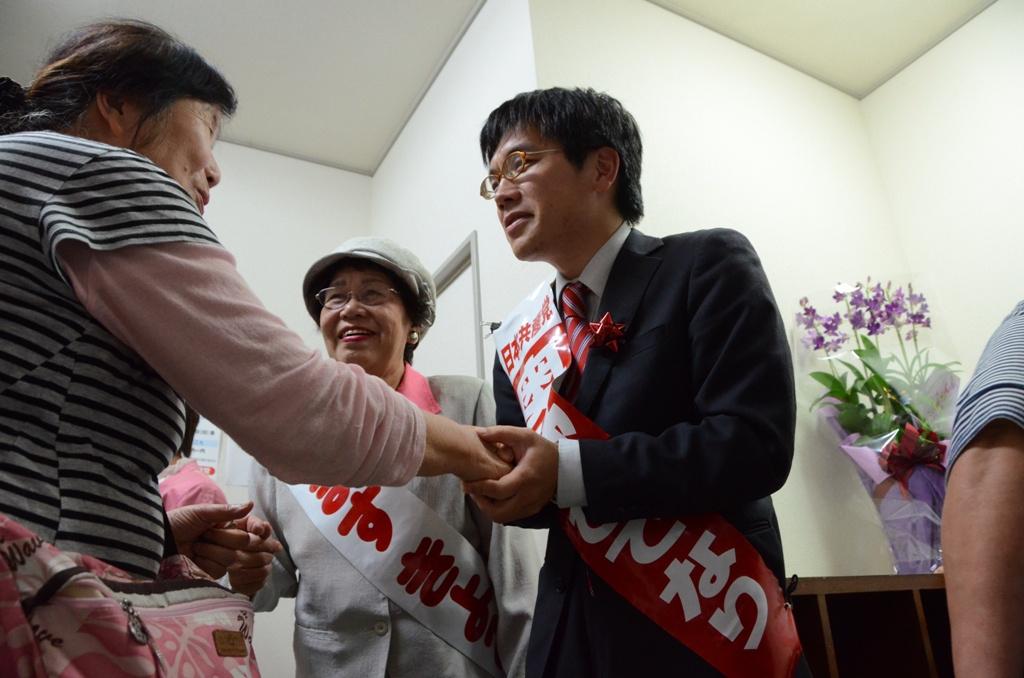 奥野事務所びらき・握手