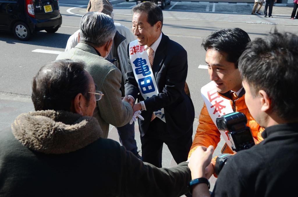 藤野・亀田握手